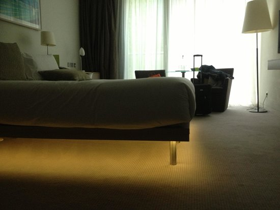 The Gibson Hotel: Underbed light