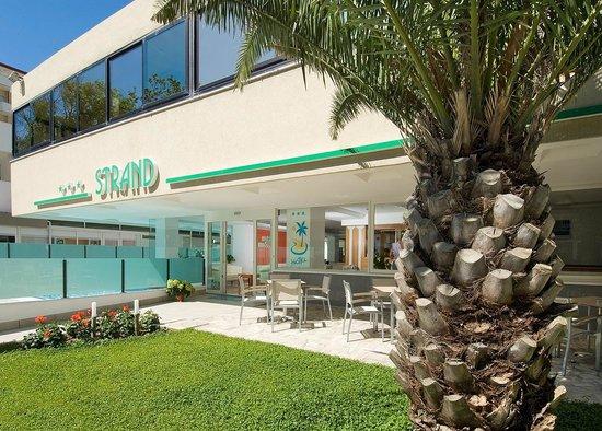 Hotel Strand: L'elegante entrata dell'Hotel
