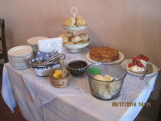 St Annes Guest House tea Room: St Anne's Guest House cream tea!