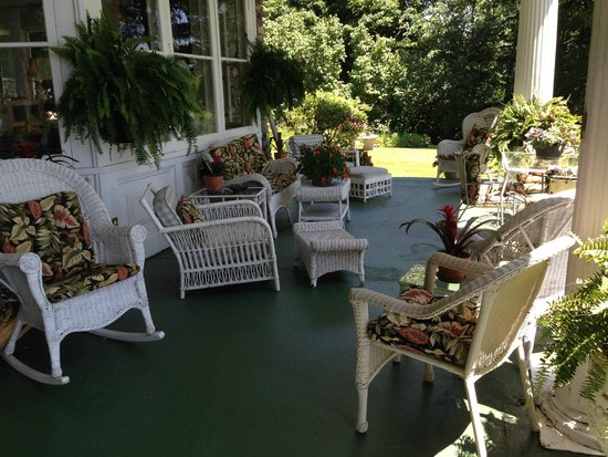 Ruah Bed & Breakfast: Porch