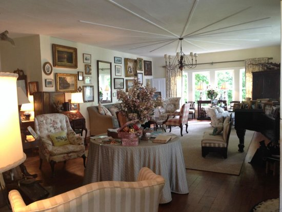 Ruah Bed & Breakfast: The living room