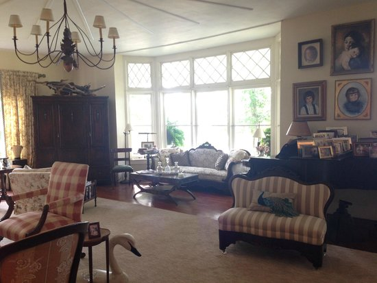 Ruah Bed & Breakfast: Living room