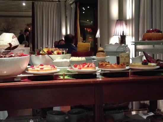 Restaurant Joel Robuchon Monte-Carlo: Dessert Trolley. Yummy!!