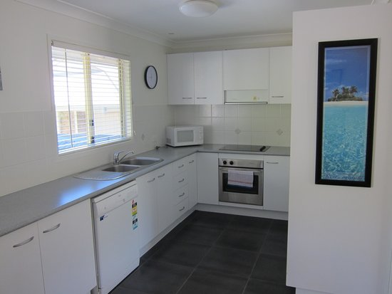 Byron Lakeside Apartments: One Bedroom Kitchen
