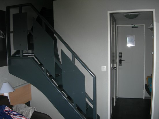 Hotel ibis Granville Port de Plaisance: La chambre avec mezzaninne