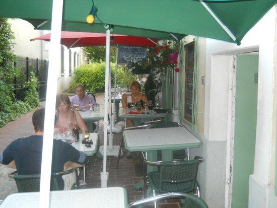 Pizzéria La Palerme: Alfresco Dining at La Palerme