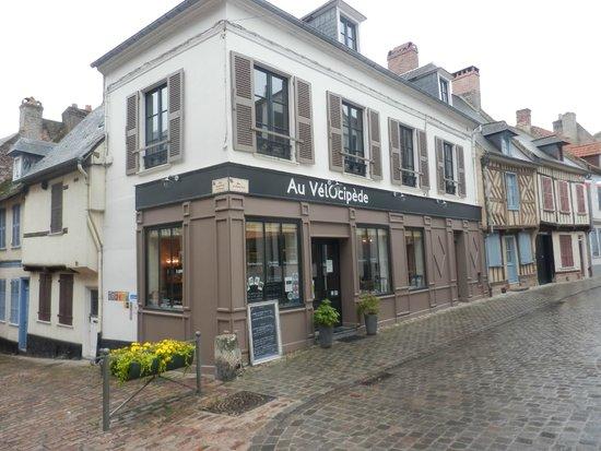 Boisfontaine : Restaurant one minute walk from B&B