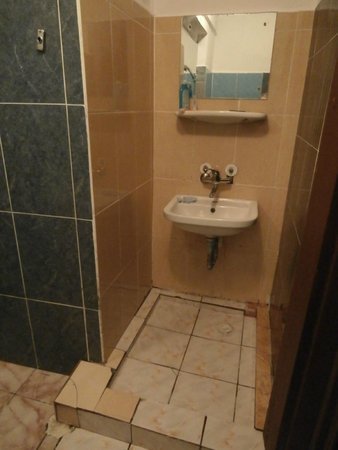 Histria Hotel: Bathroom With 8 Different Types Of Tiles Part 73