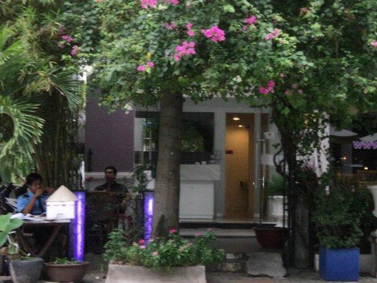 Bizu Boutique Hotel Phu My Hung: Walkway