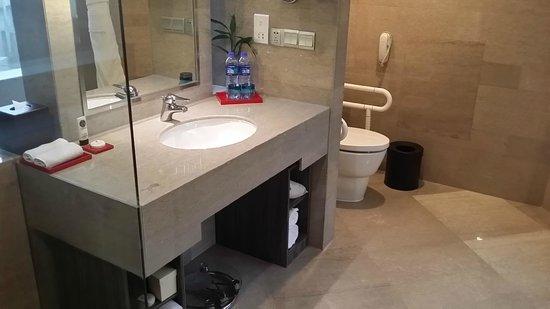 Sofitel Shanghai Hyland : bath