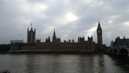 Houses of Parliament: Full view
