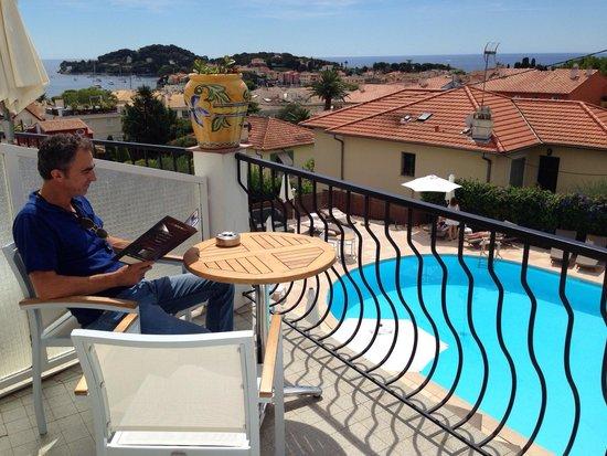Hotel & Spa la Villa Cap Ferrat : Large terrasse pour jouir de la vue et de ce petit coin de paradis