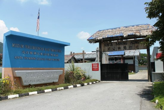 Kinta Tin Mining Museum: There is a car aprk and you pay a modest entrance fee at the main gate