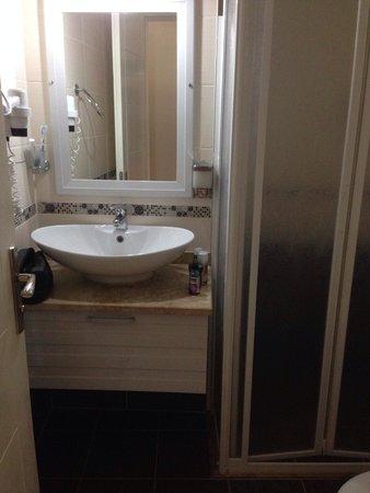 Binlik Hotel : Bathroom 210