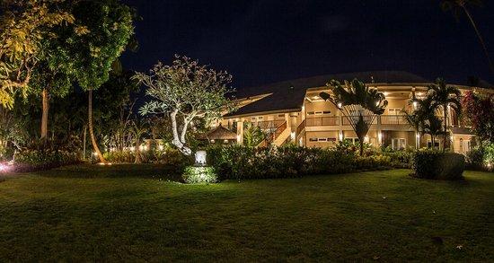 The Lovina: Main Garden