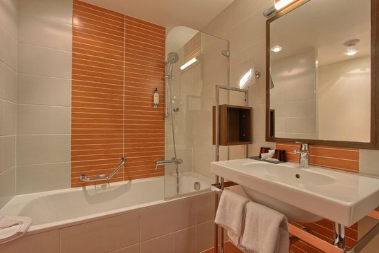 BEST WESTERN La Joliette : Salle de bain chambre supérieure