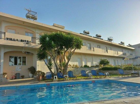 Villa Ritsa : Poolside.