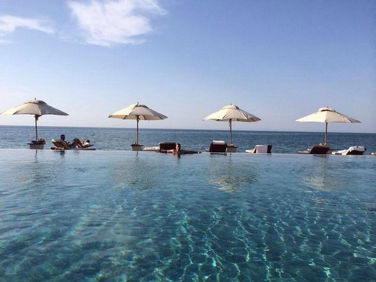 The Chedi Muscat – a GHM hotel: Husband in Pool