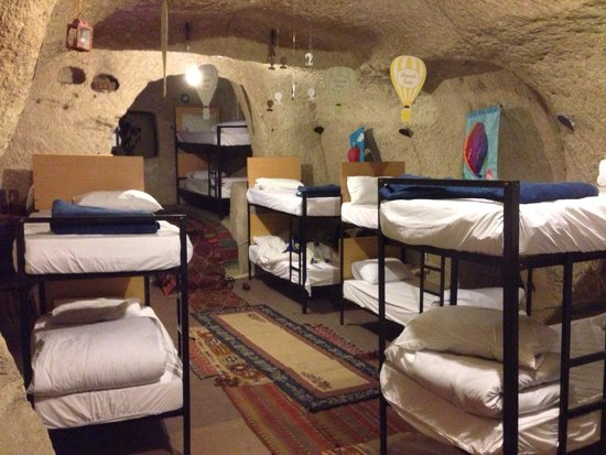 Pilot Inn : 夏季超级凉爽的洞穴屋 可惜只有床位