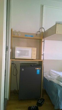 Hotel Cumulus Kotka: Микроволновка и холодильник в номере