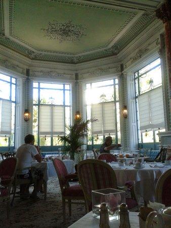 Pestana Palace Lisboa: One of two breakfast rooms