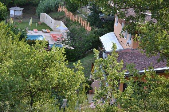 L'Oustaou du Luberon : Les gites et La piscine