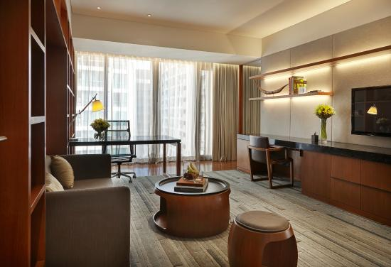 Hansar Bangkok Hotel: Hansar Bangkok Vertigo Suite Living