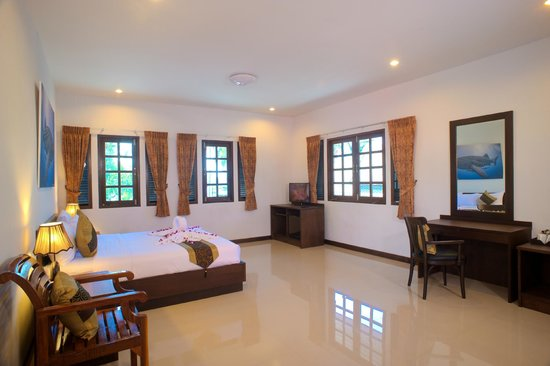 Samui Diving Resort: Double Deluxe with option of 2 additional Single Beds