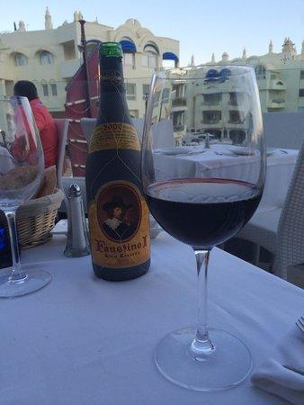 Toro Puerto Marina : Вино