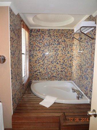 Amara Wing Resort Kemer : ванная для людей, ростом не выше 175см
