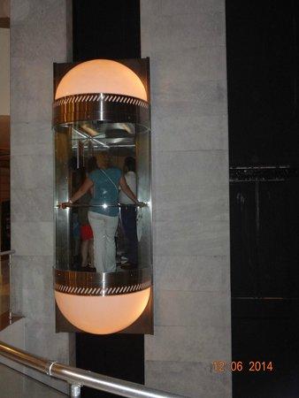 Alkoclar Exclusive Kemer: лифт в центральном корпусе