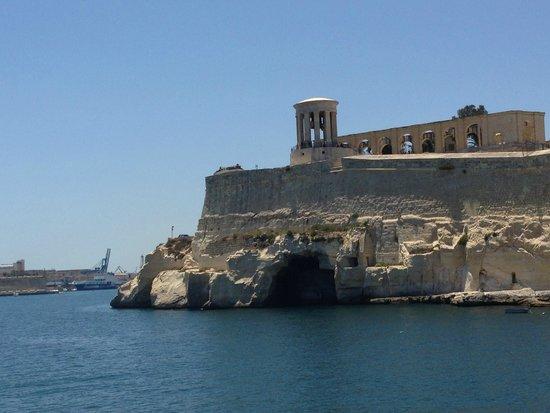 Luzzu Cruises: 2 Harbors Tour