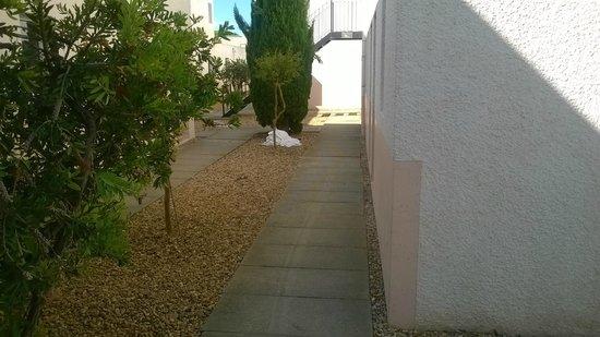 Lagrange Confort+ Residence Village Club de Camargue : Un tas de drap resté là de +/- 10h00 à 14h30