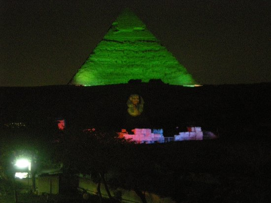Pyramids View Inn: Light show from roof