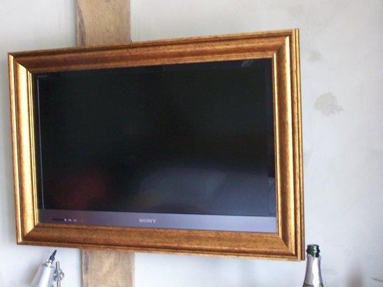 Bell Inn Ticehurst: TV in  frame!