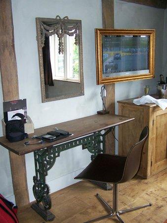 Bell Inn Ticehurst: Quirky furniture