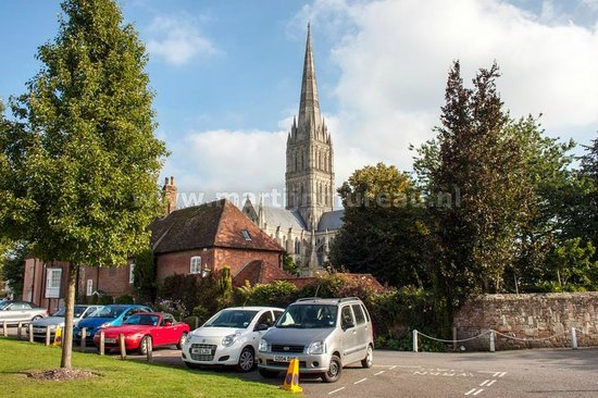 Salisbury Cathedral: The cathedral from the outside