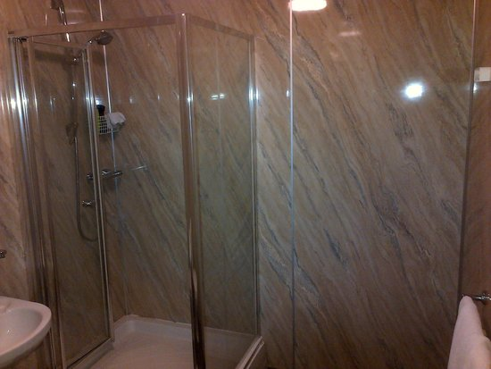 The Lord Nelson Hotel: The ensuite shower