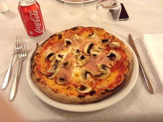 Lo Scoglio: Pizza prosciutto e funghi