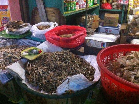 Anika Balinese Cooking Class : Dried fish at market