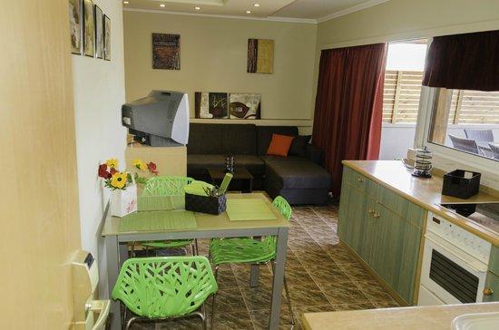 Lydia Hotel : apartment kitchen
