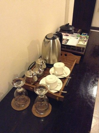 Tegal Sari: Complimentary coffee and tea available in the room.