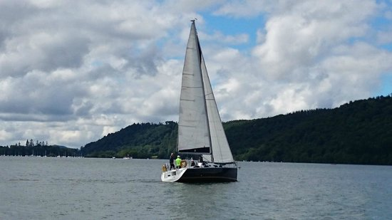 Bowness-on-Windermere, UK: Maddie Too under sail