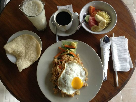 Tegal Sari: Excellent and beautiful breakfast set presented.