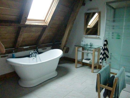 Maison Paillet: salle de bains moderne