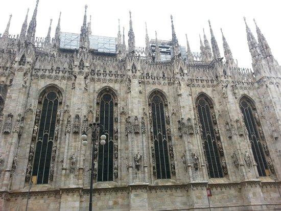 Piazza del Duomo : внешний вид неимоверного шедевра архитектуры