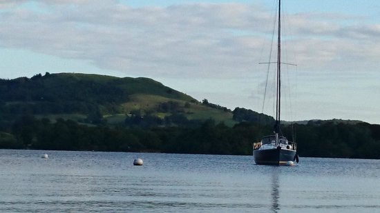 Sail 'n' Dine: Maddie Too moored just off Low Wray