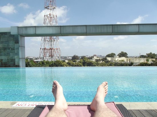 Crowne Plaza Bengaluru Electronics City : Roof top pool