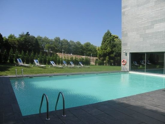 NH Collection Santiago de Compostela : Piscina exterior