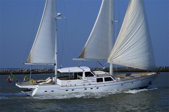 Malta Yacht Cruises: Serikal with open Sail